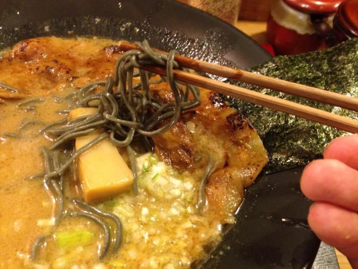 麺アップ・割り箸